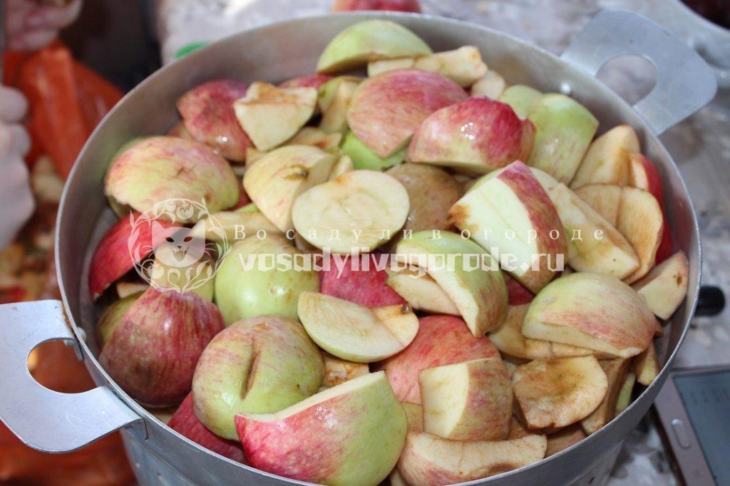 Яблоки помыть и нарезать