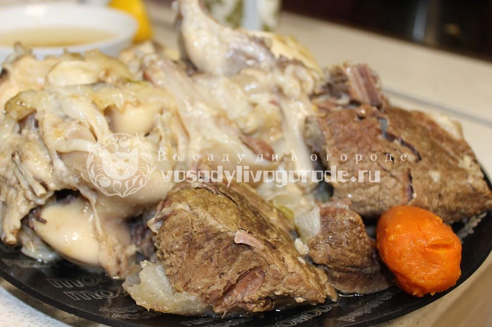 Выложить мясо из бульона